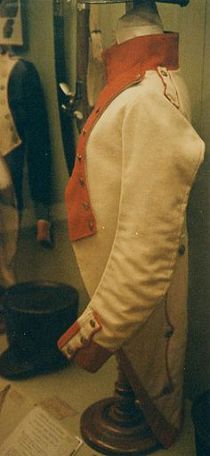 Side view - Habit, Fusilier, 21st Line Infantry Regiment (1808) Note how far back the shoulder straps are set. Unlike the 51st Regt. tunic, these straps button near the neck.