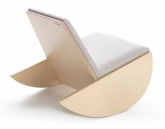 Lune-a-lire rocking chair by Le Cornu* birch plywood www.lecornu.be