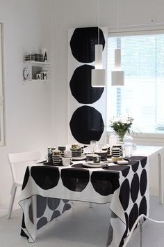 Kotini on helmeni Black White Rooms, Black And White Interior, Inspiration Wall, Home Collections, Cozy House, Home And Living, Home Kitchens, Living Room Furniture, Home Accessories