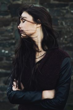 Dark hair pale skin, I love this hair color! Foto Portrait, Portrait Photography, Woman Photography, Character Inspiration, Hair Inspiration, Story Inspiration, Winter Typ, Hair Beauty, Long Hair Styles