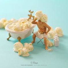 Miniature Art By Tatsuya Tanaka. Tatsuya Tanaka is a Japanese artist and Continue Reading and for more miniatures → View Website Miniature Photography, Toys Photography, Creative Photography, Miniature Calendar, Cool Pictures, Funny Pictures, Tiny World, Creative Artwork, People Art