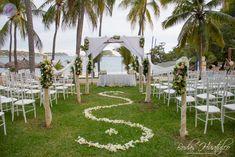 Montaje para tu ceremonia ideal para tu boda en playa por Bodas Huatulco.