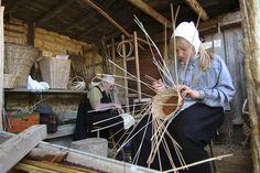 Les dimanches de mai en Meuse : les vieux métiers d'Azannes, découvrez plus de 80 métiers du 19ème siècle dans un village reconstitué à l'identique.