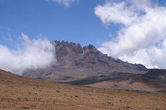 Praktische Tipps für die Kilimanjaro Besteigung: Einmal auf dem höchsten Gipfeln Afrikas zu stehen oder den berühmten Schnee am Kilimanjaro zu berühren ist der Wunsch vieler begeisterter Wanderer und Bergsteiger. Um dieses Ziel zu erreichen, braucht es abgesehen von einer guten Fitness und einer gezielten Vorbereitung einen professionellen Veranstalter, der die lokalen Verhältnisse kennt. Diese Voraussetzungen sind bei den Afrika-Spezialisten von Africantrails gegeben.