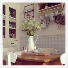 Shabby and Charme: Romantic vintage nel cottage di Suzanne Decor, Shabby Chic Decor, Country Cottage Style, Vintage House, Shabby, Country White Kitchen, English Country Kitchens, Country Cottage Living, Shabby Chic Farmhouse