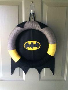 How absolutely cute! A Batman Wreath! - Batman Decoration - Ideas of Batman Decoration - How absolutely cute! A Batman Wreath! Lego Batman Birthday, Lego Batman Party, Superhero Party, Boy Birthday, Kids Batman, Birthday Parties, Birthday Celebrations, Birthday Ideas, Superhero Room