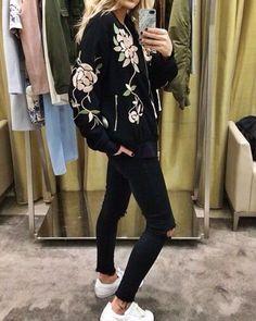 Bomber jacket #streetstyle #inspiration #inspiración #fashion #fashionista #moda #style #stylish #estilo #clothes #ropa #bomber #bomberjacket #jacket #goodmorning #morning #tuesday #jueves #look #outfit #woman #girl #lifestyle