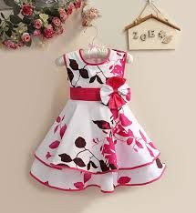 i love this cute dress for abby Baby Girl Frocks, Frocks For Girls, Dresses Kids Girl, Cute Dresses, Kids Frocks Design, Baby Frocks Designs, Baby Girl Dress Patterns, Baby Dress Design, Toddler Dress