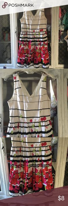 Vibrant white and flower striped dress Bailey Blue Vibrant white and flower striped dress Bailey Blue Dresses