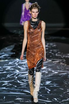 Angela Missoni may have started with the works of Vanessa Beecroft and body-con shapes, but the end product was a collection full of electric prints and proportion play that would make any New Wave party girl's heart sing. Vogue Fashion, Runway Fashion, Fashion Show, Fashion Outfits, Fashion Design, Fashion Glamour, Milan Fashion, Missoni, New Retro Wave