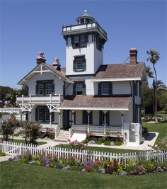 We took a tour of the Point Fermin Lighthouse in San Pedro on April 26, 2011. You don't realize from this pic how close it is to the cliff/ocean. I could live at this house!