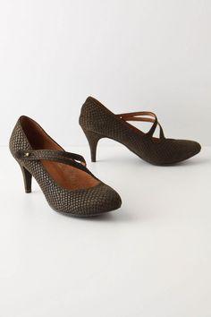 Schuler & Sons Lora Kitten Heel. $148