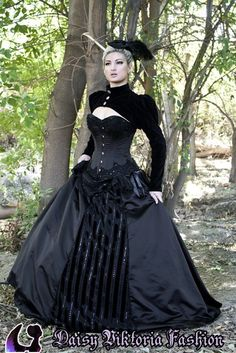 Neo-Victorian wedding dress that would also be a perfect Gothic Steam costume!
