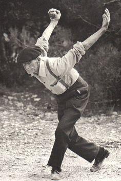 """d-ici-et-d-ailleurs: """" Photo extraite du livre Pétanque et jeu provençal de Yvan Audouard (texte) et Hans Silvester (photographies), Ed. du Chêne, 1977 """""""