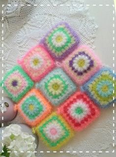 Daisy Granny square scrubbie 데이지 네모 양면 수세미 도안입니다 처음 떴었던 꽃잎 8장에서 12개로 바... Crochet Scrubbies, Crochet Potholders, Crochet Granny, Diy Crochet, Crochet Motifs, Crochet Stitches, Crochet Patterns, Creative Bubble, Crochet Accessories