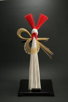 January,1月 : Mizuhiki is the traditional Japanese industrial arts. This work is a ornament for celebrate the New Year|水引 Japanese Colors, Japanese Design, Ikebana Arrangements, Flower Arrangements, Japanese Ornaments, Japanese New Year, Art Asiatique, Art Japonais, Deco Floral