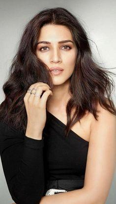 Indian Bollywood Actress, Bollywood Actress Hot Photos, Beautiful Bollywood Actress, Bollywood Fashion, Beautiful Actresses, Indian Actresses, Celebrity Dresses, Celebrity Photos, Celebrity Style