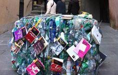 """""""Libri e rifiuti: l'installazione firmata Potsy & Cassan"""".  Tantissimi titoli pubblicati, pochissimi lettori: questo è il succo del report 2012 dell'AIE. L'inevitabile conseguenza, nella società dei consumi, è un'incredibile quantità di libri (spesso di valore) che finisce al macero.    http://www.gliamantideilibri.it/"""