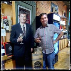 #flashbackfriday ...'having a glass of #vino with my good friend Gretzer at his wine shop in Canada last summer.  ..For an old ice-hockey dude he sure knows a thing or two about his wines. He wasn't giving any secrets away though, I couldn't get a word out of him! ..celebrities eh??  #waynegretzky #niagaraonthelake #winetasting #canada #wine #vino #viini #icehockey #winelover #winebuddies #waynegretzkywine #cutout #winecountryvintners #grapes #vin #wein #glassofwine #wineglass #artist #вино