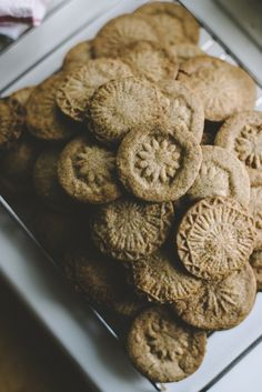 Good idea for Biscochos - Winter cookies by Babes in Ginger Bread Cookies Recipe, Cookie Recipes, Kinds Of Cookies, Galletas Cookies, Cookie Designs, How Sweet Eats, Christmas Desserts, Gingerbread Cookies, Love Food