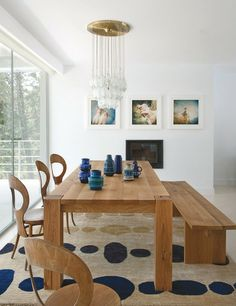 27 Un acertado mix de estilos De estética actual, el sofá, de Sancal, compone una avenida pareja con el botellero de los 60, de la firma da...Elle Espana