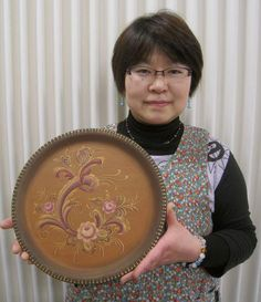 Designed and painted by Mie Ueno. This is Telemark Rosemaling style.