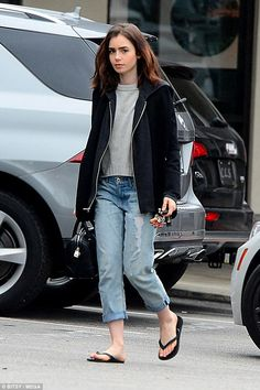 Lily Collins is casual for solo lunch in mom jeans Lily Collins Casual, Lily Collins Style, Casual Outfits, Cute Outfits, Summer Outfits, Girl Fashion, Fashion Outfits, Style Guides, Casual Looks