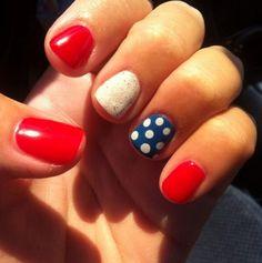 Pin for Later: Célébrez le 14 Juillet en Style Avec ces Manucures Bleu, Blanc, Rouge