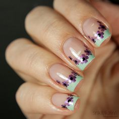 Floral french manicure - Sinikilpikonna