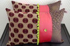 Coussin bohème en tissus recyclés mauve rose et vert : Textiles et tapis par abracadabroc