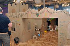 Cardboard city & Deers Cardboard City, Cardboard Playhouse, Cardboard Toys, Children's Library, Library Ideas, Library Programs, Funky Art, Programming For Kids, Kid Activities