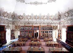 Candida Höfer, Biblioteca Nazionale Napoli I 2009