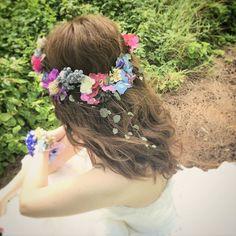 ウェーブヘアのダウンスタイル。 クリップ式で変幻自在な花冠は花嫁さまのこだわりの小物。 色合いとグリーンの感じがとってもかわいい♡ 風になびくダウンスタイルとてもすてきです‼︎ Hair and Make by Rie #hawaiihairmake #hawaiiwedding #hawaiiweddingphoto #wedding #bride #hairarrange #hairstyle #laviefactory #laviefactoryhawaii #lgenic #photoshooting #ハワイヘアメイク #花嫁 #花嫁ヘア #プレ花嫁 #おしゃれ花嫁 #ハワイウェディング #ハワイ挙式 #ウェディング #ブライダル #ウェディングヘア #ヘアアレンジ #ヘアスタイル #ラヴィファクトリー #ラヴィファクトリーハワイ #エルジェニック #ナチュラル #ウェーブ #花冠 #ハクレイ