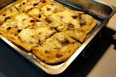 Pizza de patata, anchoa y romero