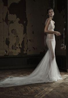 La collection de robes de mariée Vera Wang printemps 2016 http://www.vogue.fr/mariage/tendances/diaporama/mariage-les-robes-de-marie-vera-wang-printemps-t-2016/20335#6