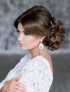 We've seen so many fashion forward and stylish brides here at MODwedding, so it's our duty to share our faves so you can swoon too. This gallery is filled with so many glamorous wedding hairstyles for you to get inspired. Low Updo Hairstyles, Formal Hairstyles, Vintage Hairstyles, Hairstyle Ideas, Unique Wedding Hairstyles, Wedding Updo, Glamorous Wedding, Trendy Wedding, Elegant Wedding