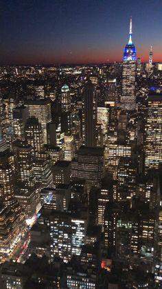 New York City Sunset - Top Of The Rock Wissenswertes vor einem Besuch in NYC - Amanda A. - - New York City Sunset - Top Of The Rock Wissenswertes vor einem Besuch in NYC - Amanda A. Visit New York City, New York City Travel, Photographie New York, Ville New York, Voyage New York, Visiting Nyc, City Wallpaper, New York Wallpaper, City Aesthetic