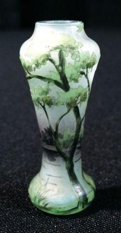 Daum Nancy, Spring scenic miniature vase