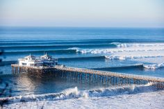 Right place, right time. We are proud to present the best photos of 2014. This one coming from Malibu, Los Angeles. Photo: Lowe-White