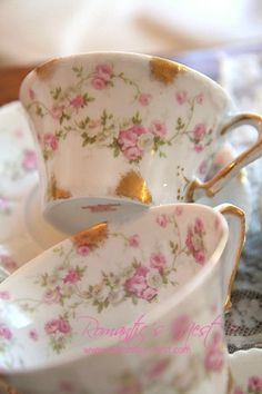 Have your tea from a beautiful fine china cup. Café Chocolate, Vintage Dishes, Vintage Teacups, Vintage China, Cafetiere, China Tea Cups, Rose Tea, Teapots And Cups, My Cup Of Tea