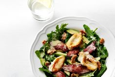 Keto avocado bacon goat cheese salad - Looking for a boss salad? Craving creamy avocados and goat cheese with the crunch of nuts? Oh, man. Do we have a recipe for you! Pull this together for a lightening quick lunch or dinner. Baked Goat Cheese, Goat Cheese Salad, Lchf, Low Carb Recipes, Healthy Recipes, Ketogenic Recipes, Healthy Salads, Healthy Eats, Recipes