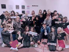 Bangtwice TXTZY✨💓 Bts Twice, Twice Group, Bts Group Photos, Kpop Couples, Bias Kpop, Dahyun, Kpop Groups, Bts Wallpaper, K Idols