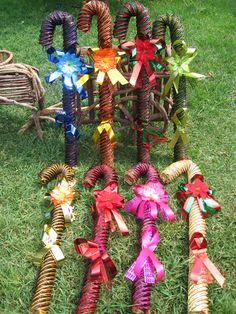 bastones navideños diferentes alturas y colores fabricados por artesanos mexicanos  flor de tela celofan estambre de colores  y popote de trgo envios a todo mexico