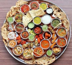 Imagine where your next vacation should be? if different cultures fascinate you and you have an eye for art, then India should be on top of your travel bucket list. Indian Food Recipes, Vegetarian Recipes, Comida India, Desi Food, Indian Street Food, India Food, English Food, Food Platters, Food Menu