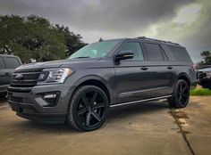The Expedition is the PERFECT family SUV with so much space and so much to offer! Take a look into the many that we have to offer you here at Hacienda  Ford!   #regram via @giovannawheels Family Suv, Best Family Cars, New Ford F150, Ford Bronco, Lincoln Aviator, Ford Excursion, 2019 Ford, Ford Expedition, Ford Trucks
