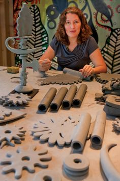 Big Sky Journal - Sculptor Leslie Codina is the serene center of gravity around . Big Sky Journal - Sculptor Leslie Codina is the serene center of gravity around which a galaxy of clay clusters revolves in tightly monitored stages of development. Hand Built Pottery, Slab Pottery, Ceramic Pottery, Pottery Art, Thrown Pottery, Ceramic Techniques, Pottery Techniques, Ceramics Projects, Clay Projects