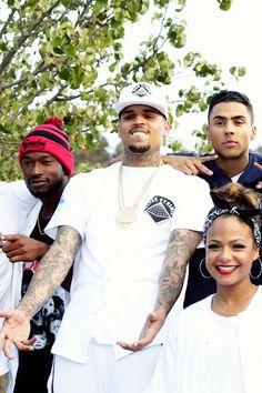 Dark skin with the red hat is drippin chocolate. So handsome. Chris Brown And Royalty, Chris Brown Style, Breezy Chris Brown, Big Sean, Trey Songz, Nicki Minaj, Rita Ora, Cute Celebrities, Celebs