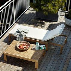 25 Jahre Riviera Sonnenbank von Skagerak. Eine Konstruktion mit zweierlei Nutzen: lieber Sonnenliege oder Couchtisch im Garten und auf der Terrasse? http://blog.ikarus.de/garten/riviera_9343.html