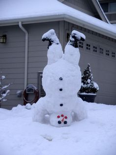 Upside down snowman hahhhahahah wish we could get enough snow to make one!