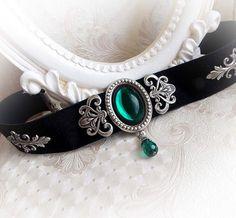 Black velvet choker gothic victorian choker baroque romantic stone choker collar emerald green jewel choker evening jewelry - New Ideas Victorian Jewelry, Gothic Jewelry, Victorian Gothic, Hippie Jewelry, Tribal Jewelry, Choker Jewelry, Black Jewelry, Black Velvet, Cute Jewelry